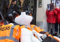 Reportéři bez hranic protestovali před saudským konzulátem v Paříži k výročí Chášukdžího vraždy