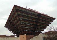 Obrácená pyramida v centru Bratislavy jako sídlo veřejnoprávního rozhlasu