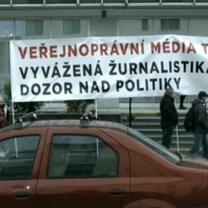 Veřejnoprávní média neohrožují jen politici